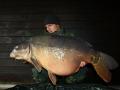 Hi Leute gefangen am 28.12.2013 in einem kleinen Baggersee. Der Fisch hat auf Pinkpeach im Totholz in zwei Metern Wassertiefe gebissen mit seinem Topgewicht von 23kg.